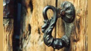 kapi tokmak 1 300x168 - Kapı Tokmakları