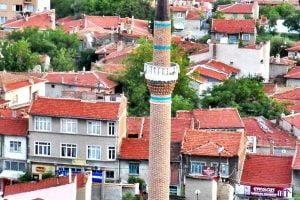 kilic minare 300x200 - Ahşap Direkli Cami