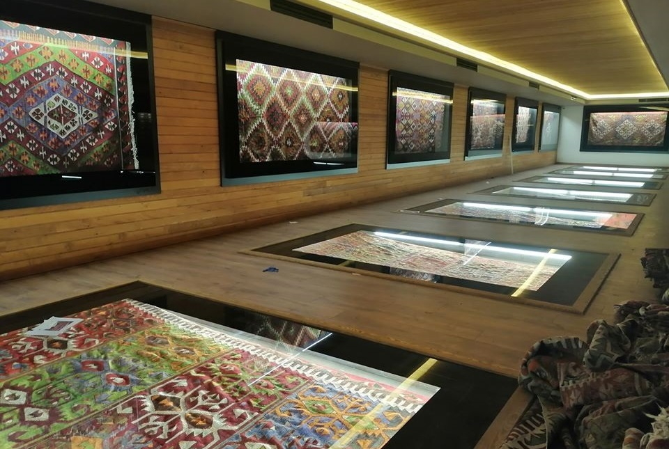 kilim muzesi ici 2 - Sivrihisar Kilim Müzesi 20 Mart'ta Açılacak